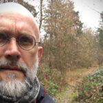 Oroe Moedet med naturen og min barndomsskov med aabne oejne