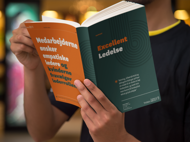 book cover mockup featuring a man reading a digest size book 868 el